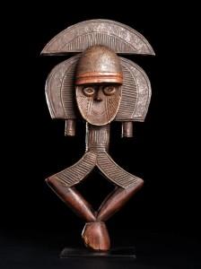 'Relicário africano', una de las obras expuestas en el Centro Internacional das Artes José de Guimarães. CIAJG