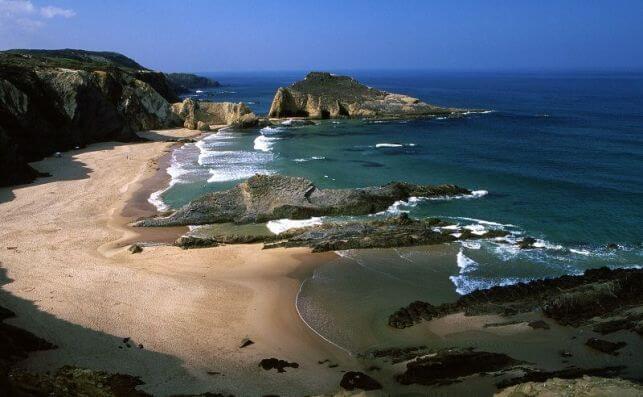 Praia Zambujeira Do Mar. Foto: Turismo Del Alentejo.