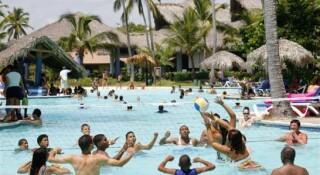 """Turistas Nacionales Dominicanos Están Siendo La """"tabla De Salvación"""" De La Hotelería Local"""